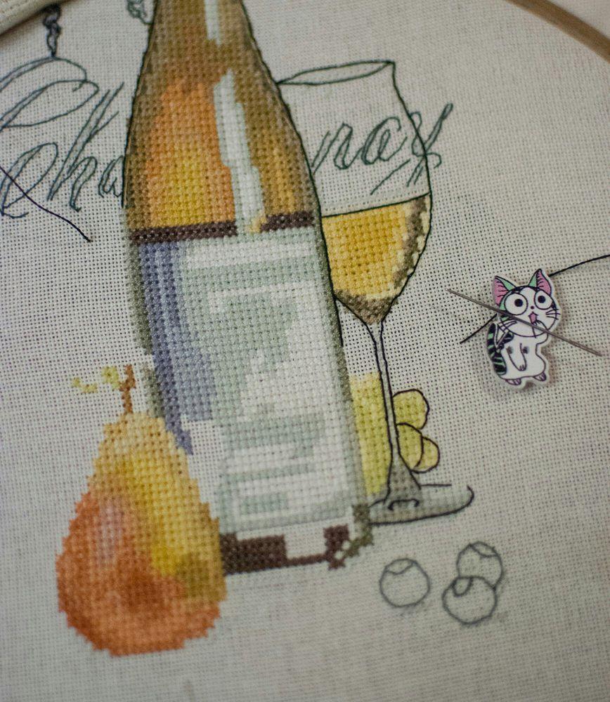 шардоне, вино, бутылка, процесс работы, процесс создания, вышивка ручная, вышивка крестом, вышивка на заказ, вышивка крестиком, груша, натюрморт, натюрморт с вином