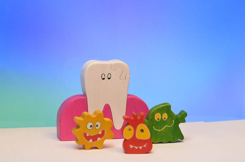 зуб, игрушечные микробы