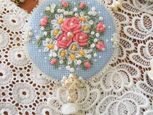 Мастерим нежную брошь с вышивкой рококо. Ярмарка Мастеров - ручная работа, handmade.