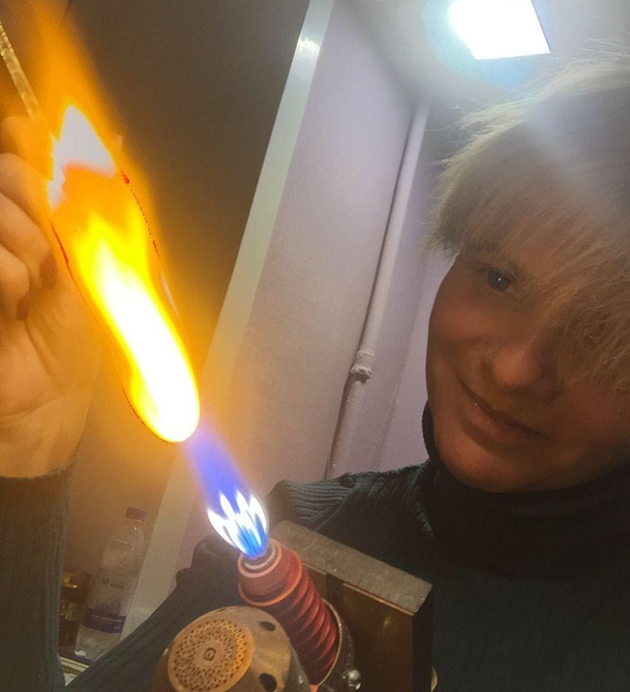 стекло, стекло в огне, лэмпворк, процесс работы, процесс создания, плавление стекла, авторский лэмпворк, за горелкой, викторова вера, стеклянные украшения