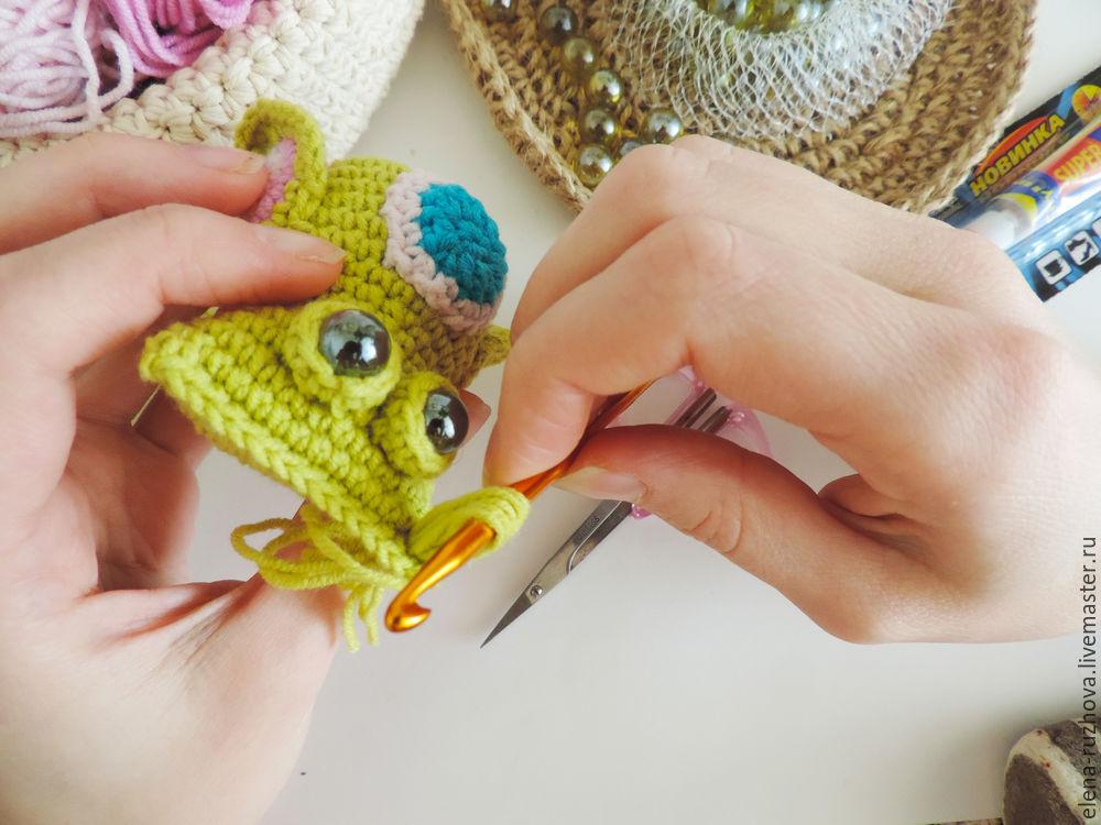 Crocheting a Charming Little Owlet with Tassels on Ears, фото № 11