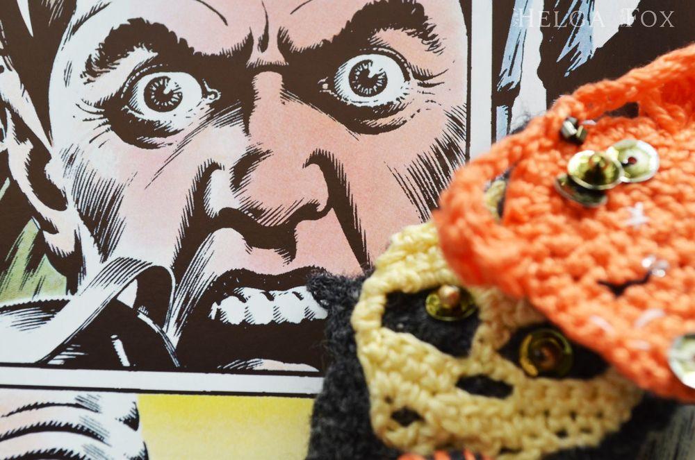 брошь, монстрик, монстр, чудовище, добрый, необычные украшения, вязаная брошь, купить необычную брошь, оригинальная брошь, ужасы, готика, комиксы, интерьерная игрушка, страшный, spooky friends, helga fox, atelier crochet fox, скелет, череп, смерть
