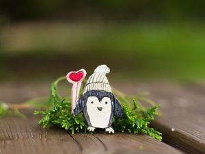 Новая работа Веселые пингвинчики — брошки из керамики, на конкурсе Новогодний подарок, очень прошу поддержки, друзья!. Ярмарка Мастеров - ручная работа, handmade.