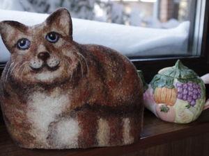 Валяние котика -грелки на чайник, шерстяная живопись.. Ярмарка Мастеров - ручная работа, handmade.