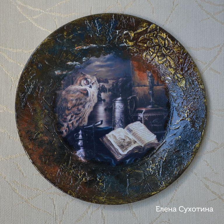 декоративные тарелки, книги