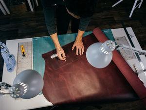 Процесс создания кожаного блокнота с персонализацией в мастерской Ptaho. Ярмарка Мастеров - ручная работа, handmade.