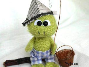 Вяжем крючком симпатичного лягушонка. Ярмарка Мастеров - ручная работа, handmade.