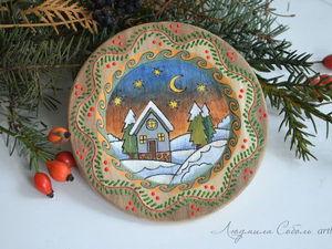 Новогодние цвета PEBEO. Деревянная тарелка с зимним пейзажем | Ярмарка Мастеров - ручная работа, handmade