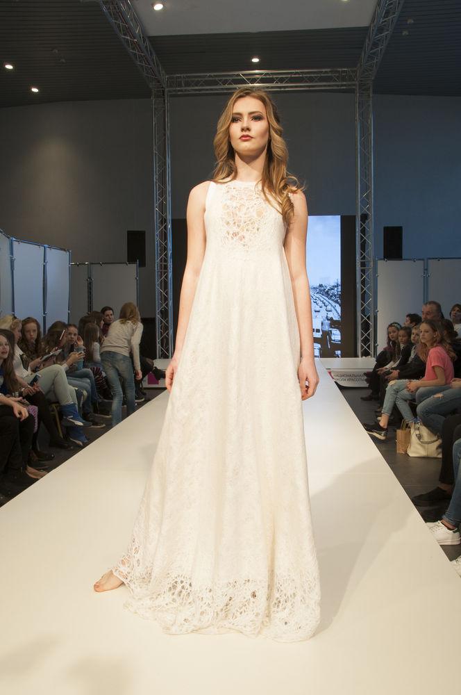 белое войлочное платье
