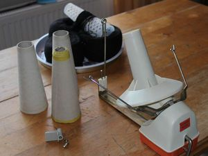 Как размотать пряжу на бумажные конусы моталкой без нитеукладчика. Ярмарка Мастеров - ручная работа, handmade.