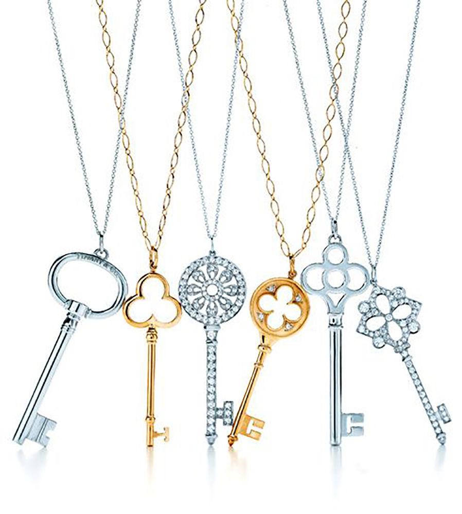 4776b3f9ddc5 Говорят, что при создании этих украшений дизайнеры бренда вдохновлялись  винтажными ключами из архивов компании. Некоторые из них использовались для  того, ...