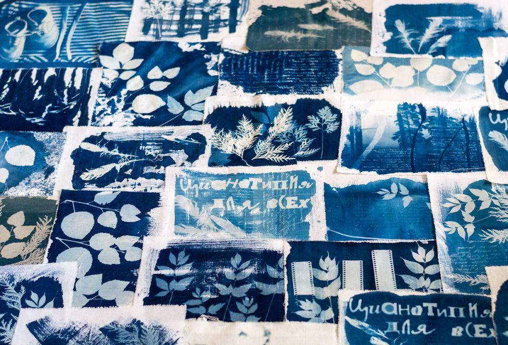 цианотипия, цианотипия на ткани, экопринт, текстиль, окрас ткани цианотипией, синий, печать на ткани