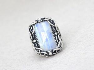 Серебряное кольцо с лунным камнем. Ярмарка Мастеров - ручная работа, handmade.