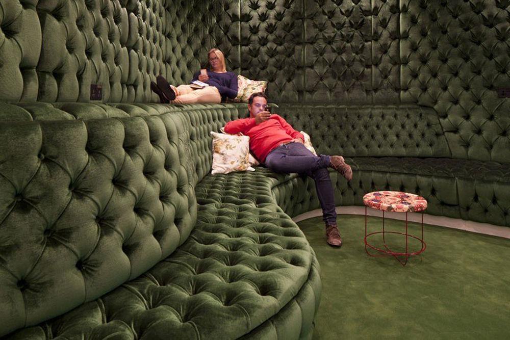 Мебель с каретной стяжкой своими руками 562