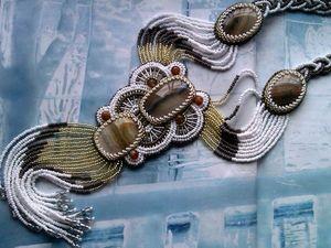 Аукцион на длинный вышитый бисером кулон с натуральными агатами на бисерных нитях с динамичной бахромой — сейчас!. Ярмарка Мастеров - ручная работа, handmade.