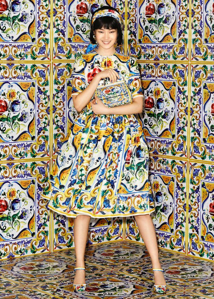 Вышивка на платье золотом