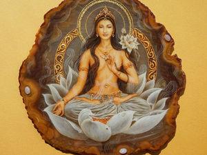Картина на камне Богиня
