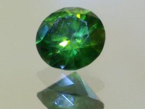 Зеленый бриллиант вес: 0,300 кт размер: 4,23 х 2,49 мм.. Ярмарка Мастеров - ручная работа, handmade.