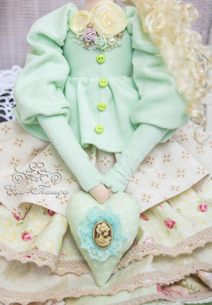 кукла в ментоловом