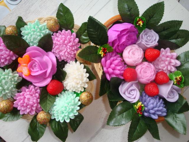 корзина-букет, клубника и цветы, хрихантемы