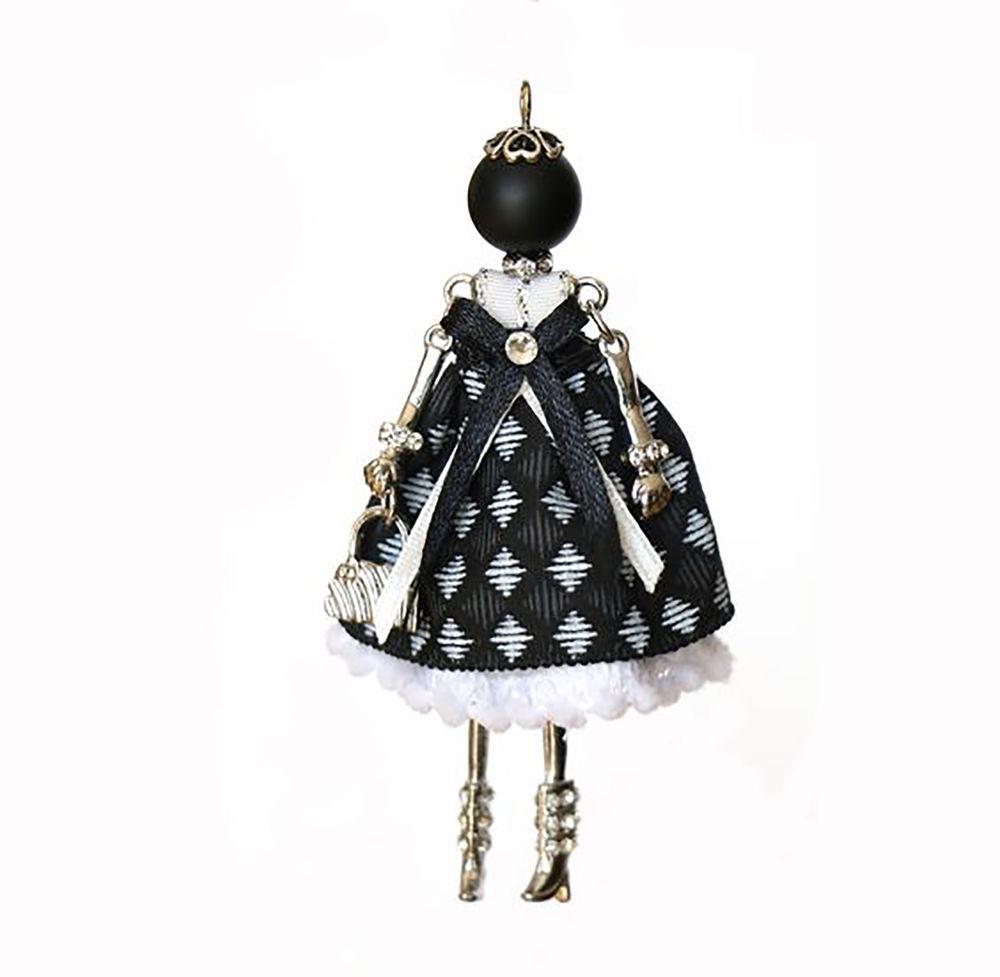 Кукла в бижутерии и в волшебной традиции
