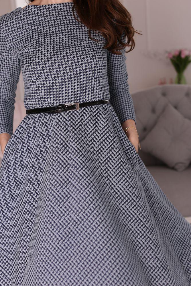 платье из костюмной ткани, приталенное платье