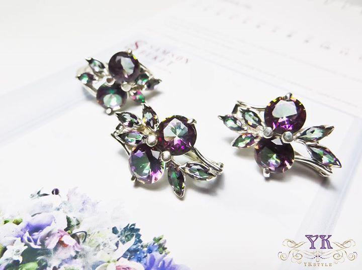 Серебряный комплект серьги и кольцо с натуральными камнями.