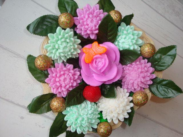мыльная корзина цветов, лютики, роза на бабочке