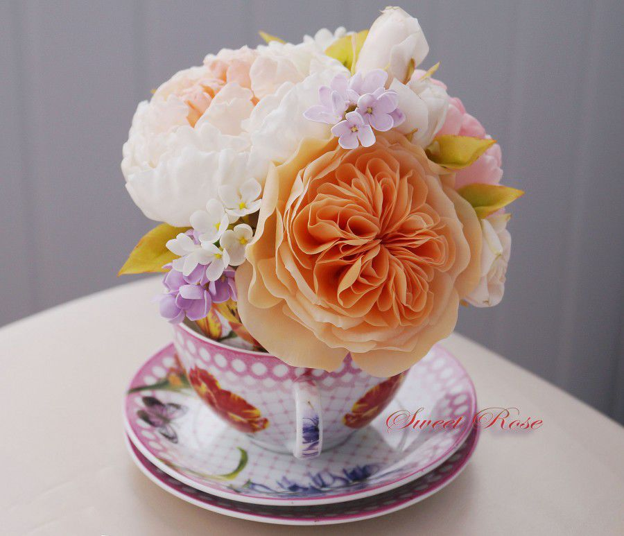цветы в чашке, настольная композиция