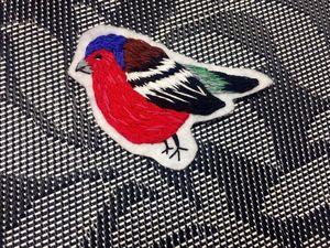 Вышиваем яркую брошь-птичку. Ярмарка Мастеров - ручная работа, handmade.