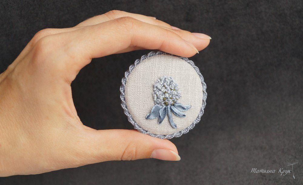 брошь цветок, украшение ручной работы, круглая брошь с вышивкой, брошка с вышивкой