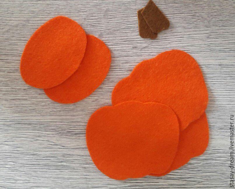 Sewing a Pumpkin Brooch, фото № 3