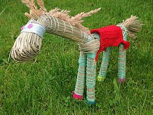 A Quick Funny Summer DIY for Kids on How to Create a Horse out of Grass. Livemaster - handmade