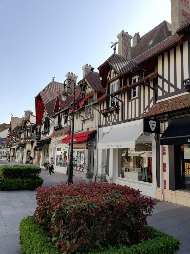 Довиль и его антикварные магазины