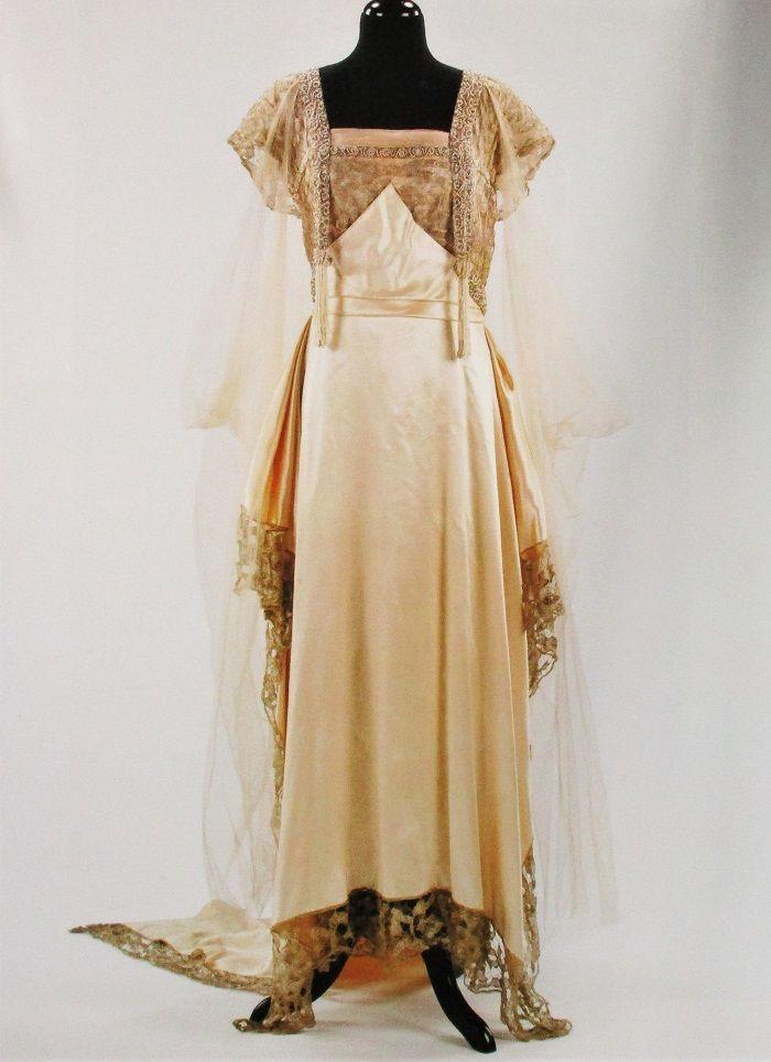 Модерн в женском костюме