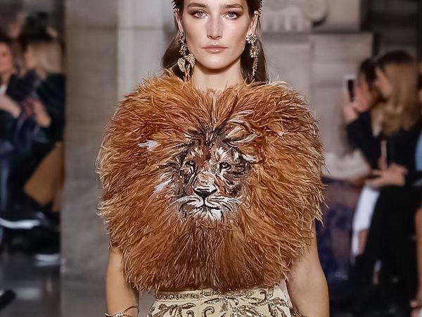 Наряд со львом из коллекции Spring-summer 2018 от Georges Hobeika