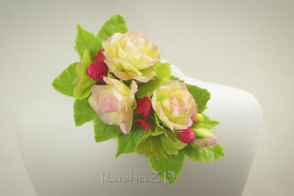 акция магазина, цветы в подарок, подарок на 8 марта