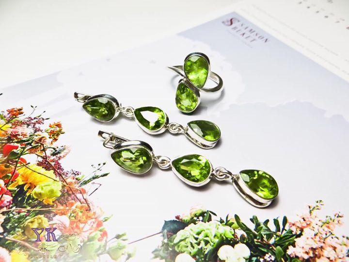 Комплект украшений серьги и кольцо.