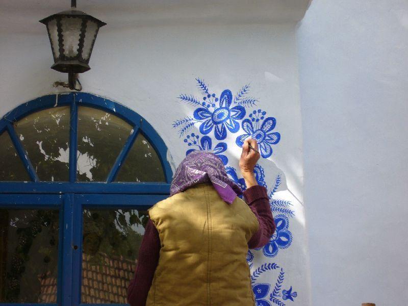 Стрит-арт бабушки Анны... Ультрамариновое чудо!
