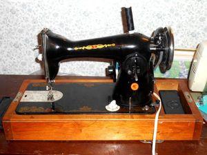 Винтажная швейная машинка с электроприводом. Ярмарка Мастеров - ручная работа, handmade.