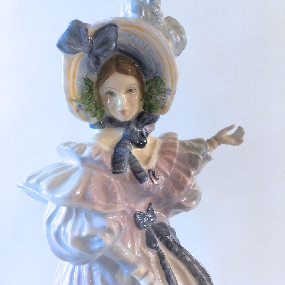 девушка статуэтка