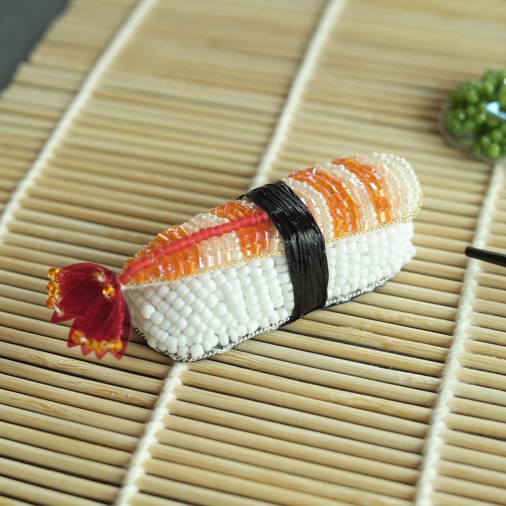 Аппетитные вышитые суши от Jiaran Studio