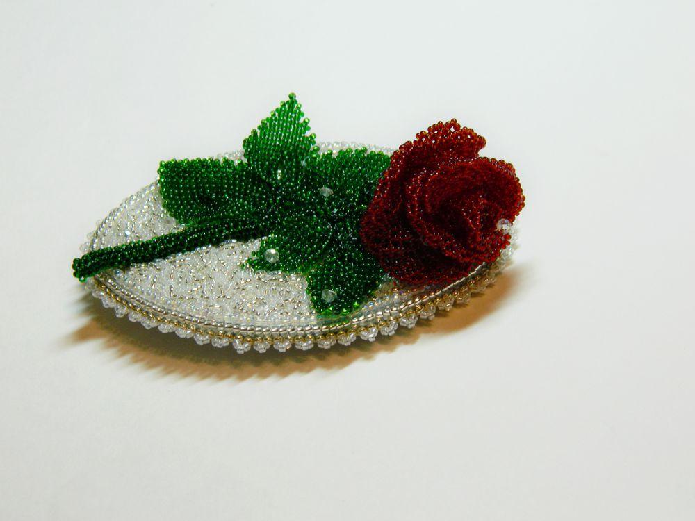 зимняя роза, брошь-роза