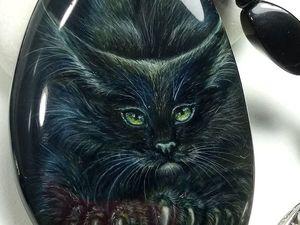 Чёрный кот - кулон с миниатюрной лаковой росписью. Ярмарка Мастеров - ручная работа, handmade.
