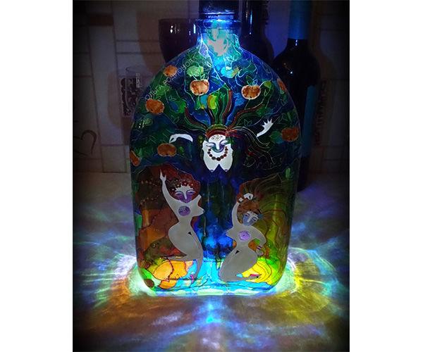бутылка про женщин, витражные краски, миф про золотые яблоки, женщины и райский сад