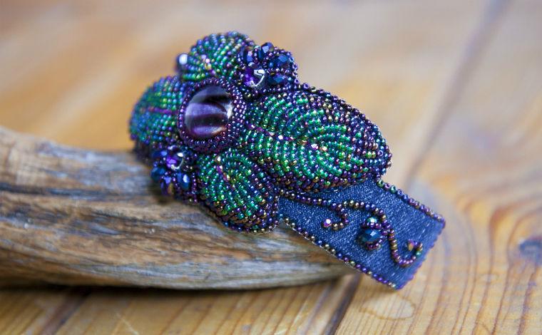 Объемная вышивка бисером создаем стильный джинсовый браслет