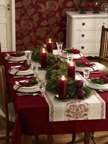 Christmas table setting. Love the rich colors. #tablescapes