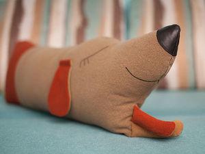А не завести ли нам собаку? Шьем диванную подушку в виде озорного пса. Ярмарка Мастеров - ручная работа, handmade.
