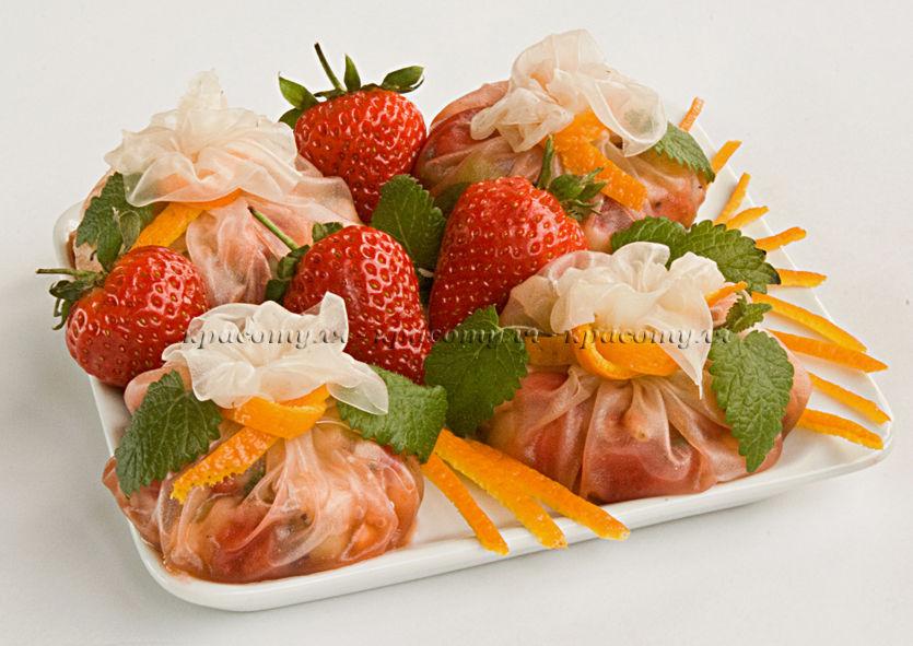 рисовая бумага, клубника, фрукты, сыр, закусочные узелки, закуска, праздничная закуска, фруктовая закуска, рецепт от красотули, рецепт без глютена