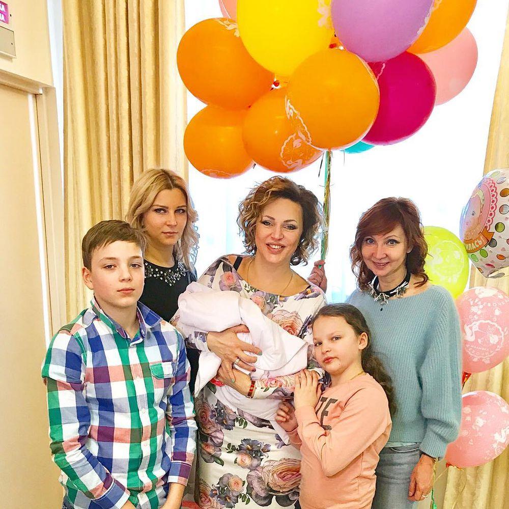 Алла Довлатова: «К рождению четвертого ребенка